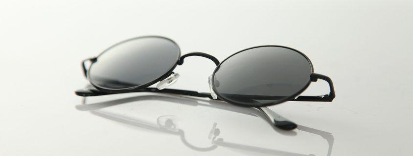 anti reflective coating on lenses of eye glasses